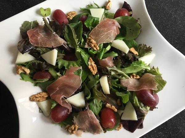Zomerse salade met Italiaanse ham en geitenkaas