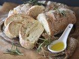 100% Italiaanse olijfolie extra vergine met versgebakken brood