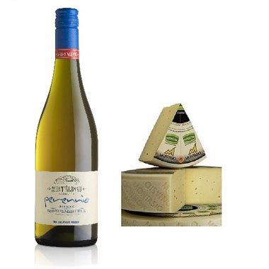 Witte biologische wijn met Montasio kaas