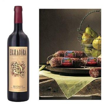 Italiaanse rode wijn met gerookte salami