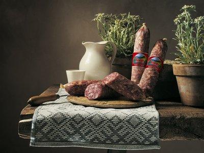 Italiaanse salami uit Sauris ambachtelijk gerookt